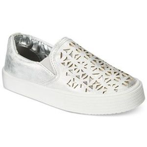 NIB Metallic Silver Bella Cutout Slip On Sneaker 9